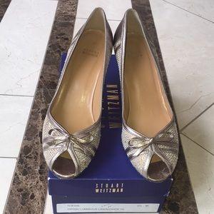 Stuart Weitzman 9.5 Kitten Heel in Metallic Gold